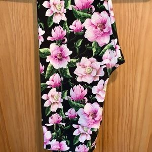 NWT OS LLR Pink Floral Printed Black Leggings